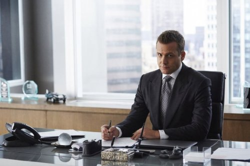 Suits pic 4